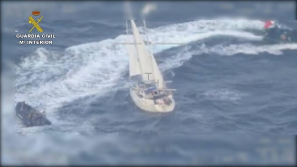 Este es el velero cargado con 600 kilos de cocaína interceptado por la Guardia Civil