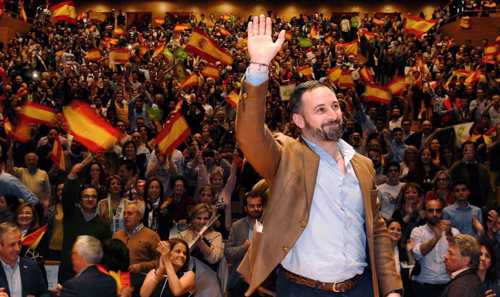 el líder de Vox, Santiago Abascal, también se ha querido unir a esta causa y mostrar su total apoyo al chico.