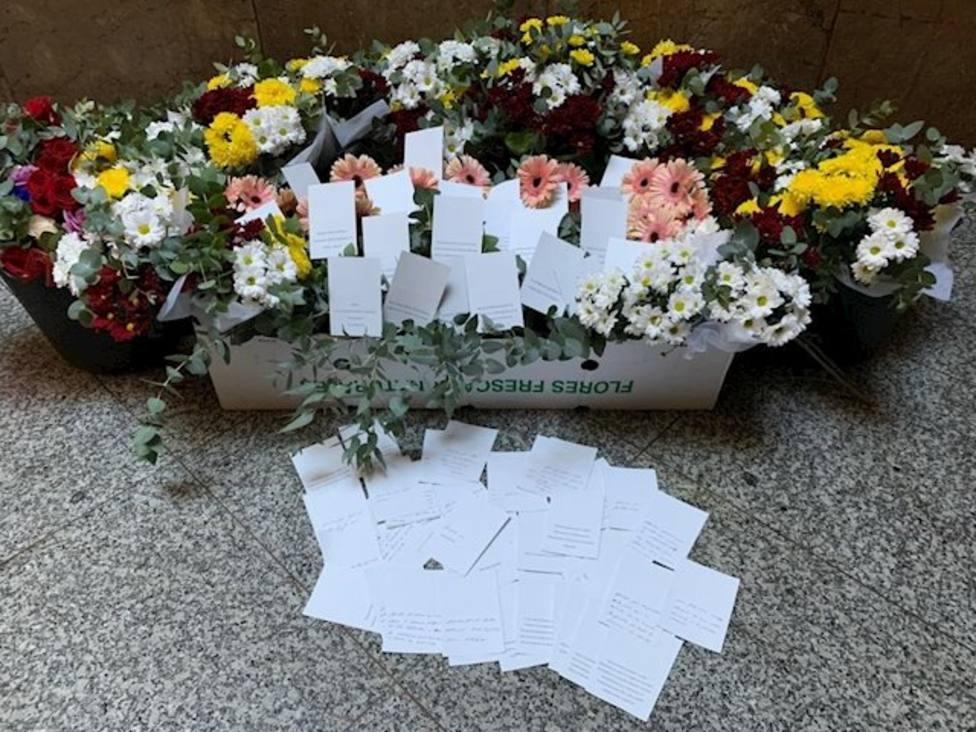 Ramos de flores desde Valencia a la Policía de Barcelona