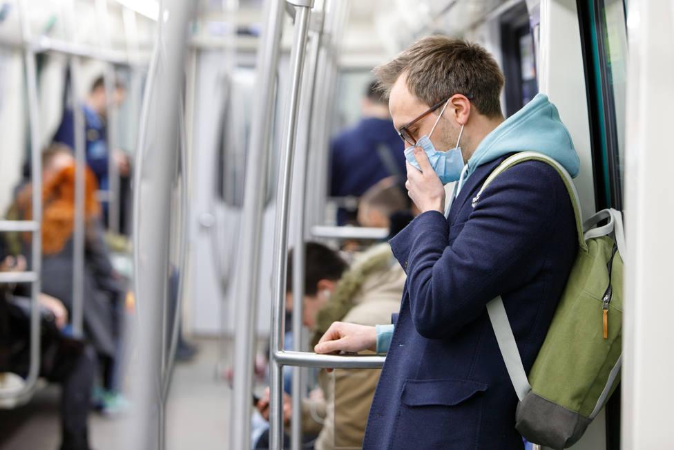 Pánico en Usera por el coronavirus: las farmacias se quedan sin mascarillas