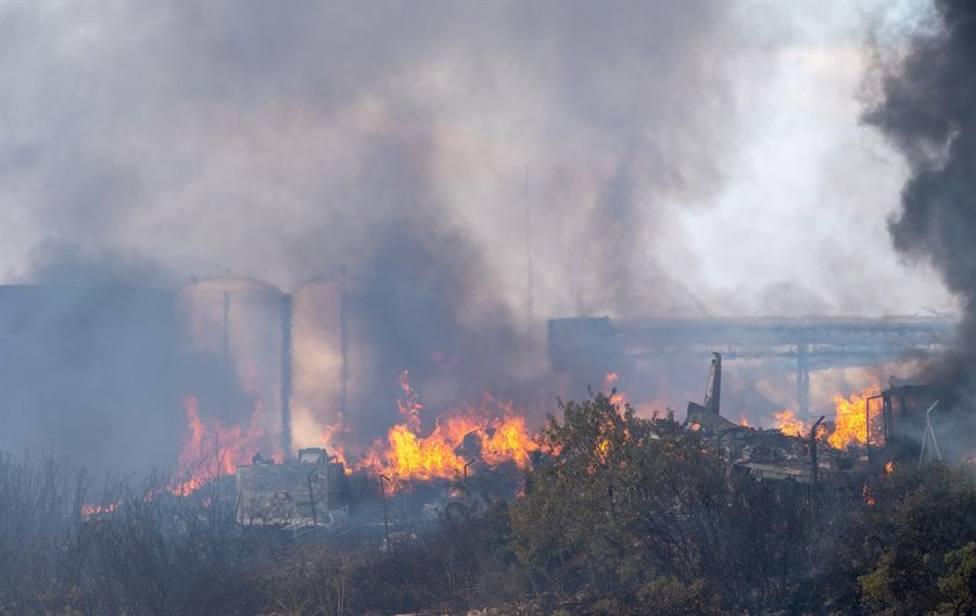 efectivos de los Bomberos de Logroño, medios aéreos y terrestres han dado por controlado el incendio