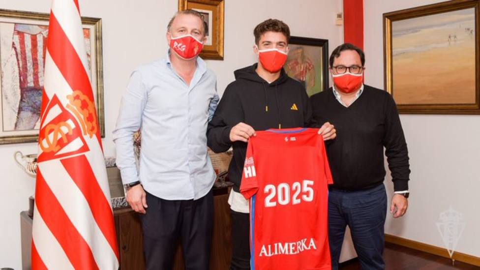 Nacho Méndez seguirá en el Sporting hasta 2025