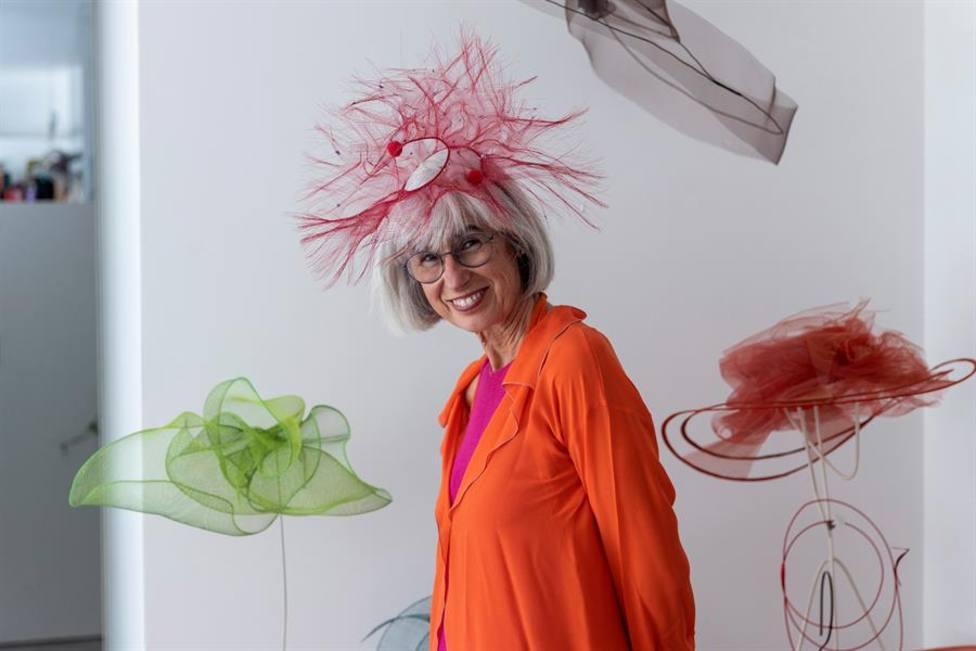 Candela Cort, la artista que juega con los sombreros: Te invitan a relacionarte y te suben la autoestima