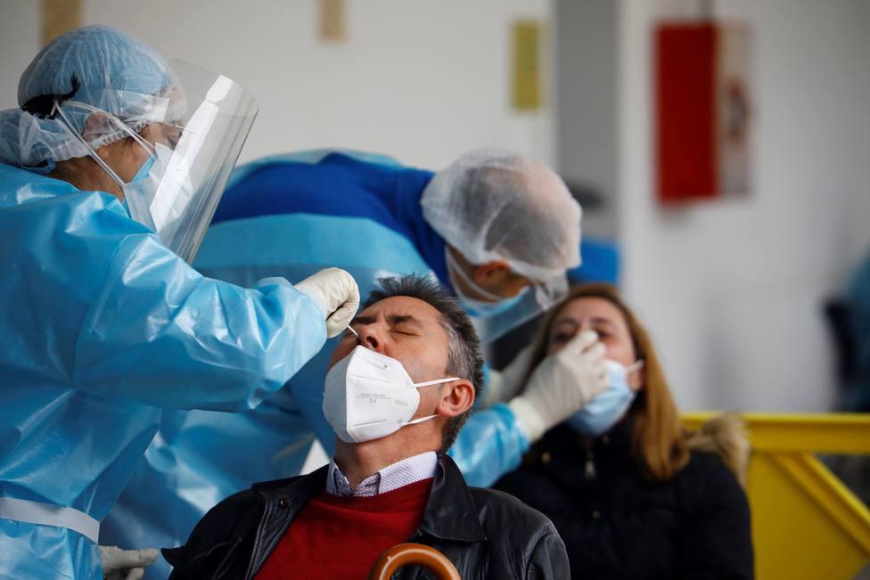 18 vecinos que fueron a Turquía a por implantes de pelo provocan un brote de covid-19 en un pueblo de Badajoz
