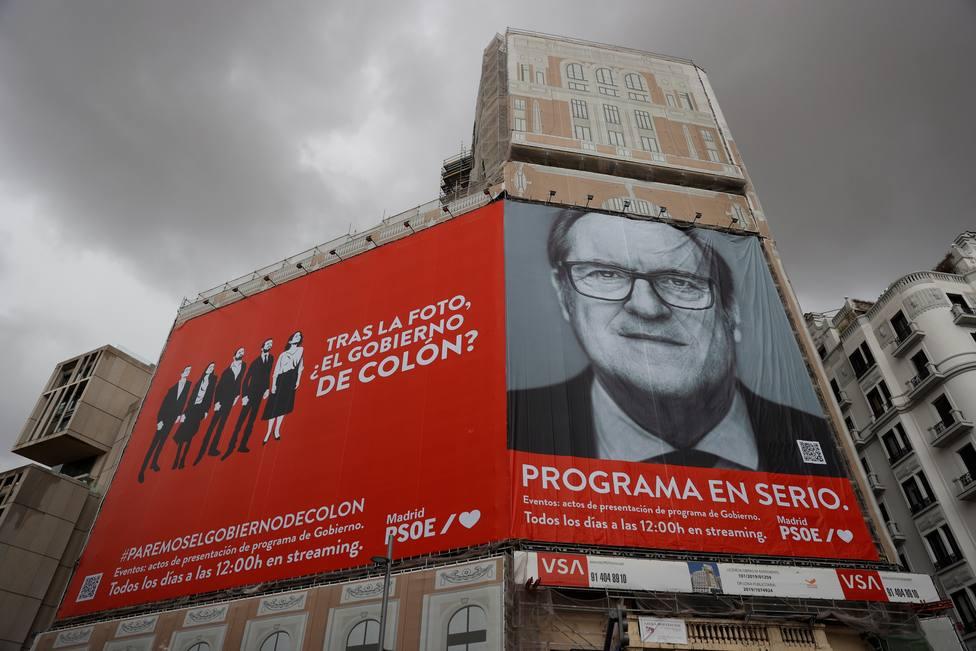 La Junta Electoral de Madrid ordena al PSOE retirar el cartel de Ángel Gabilondo de Callao