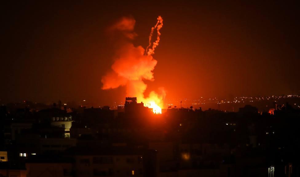 Nueva madrugada de extensos bombardeos israelíes en la Franja de Gaza