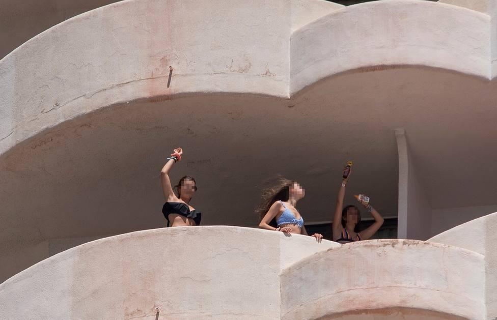 La Justicia tumba el confinamiento de los jóvenes que hayan dado negativo por el macrobrote en Mallorca