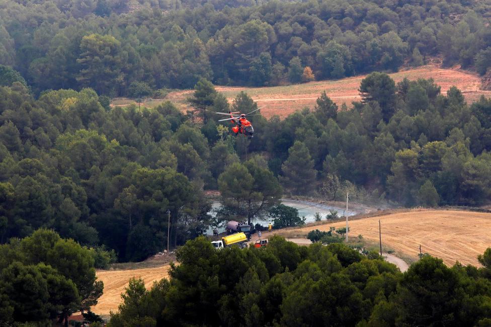 El Gobierno envía tres medios aéreos más para la extinción del incendio de Santa Coloma de Queralt