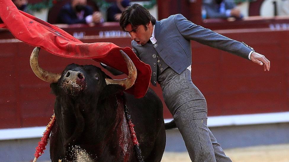 Miguel Ángel Perera durante su actuación en el festival benéfico del 2 de mayo en Las Ventas