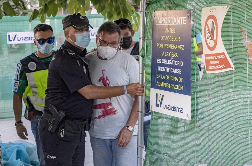 Libertad con cargos para el empresario que se subió a una grúa para reclamar una deuda
