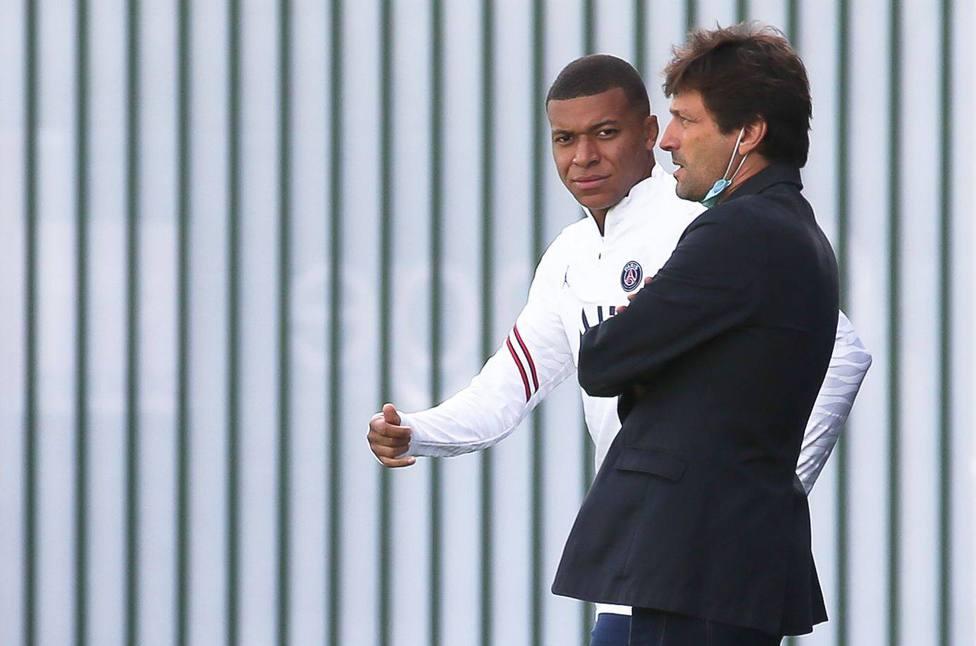 Saint-Germain-en-Laye: PSGs Training Session
