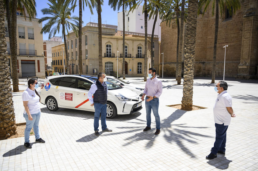 Las claves para acabar con los taxis ilegales en Almería