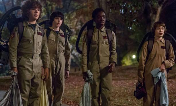 Tres nuevos personajes se unirán al reparto, el alcalde de Hawkins, un periodista y una entrañable anciana que será vecina de los chicos