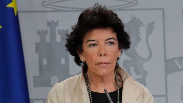 Isabel Celaá preside una de las sesiones del Consejo de Ministros