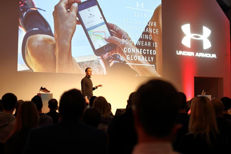 Under Armour se presenta como líder en conectividad con la zapatilla HOVR Infinite