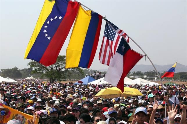 Al menos 150.000 personas acuden al Venezuela Aid Live en apoyo de Guaidó