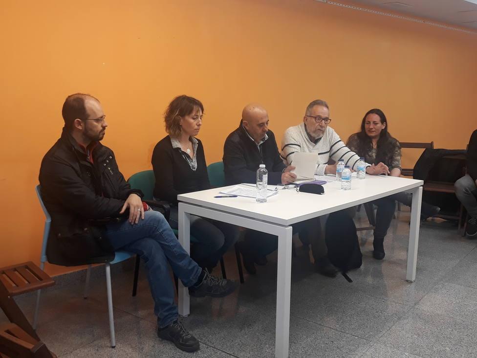 Carlos Reyes con miembros de Podemos