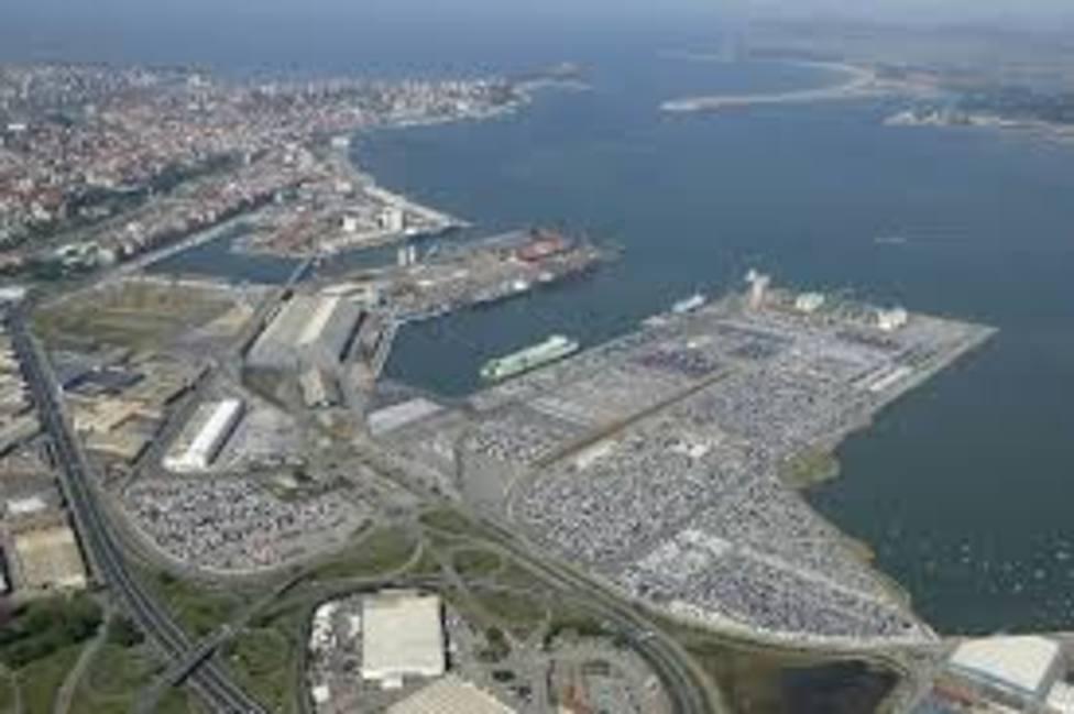 Ocho meses de prisión y 300 euros de multa a tres encargados del Puerto de Santander