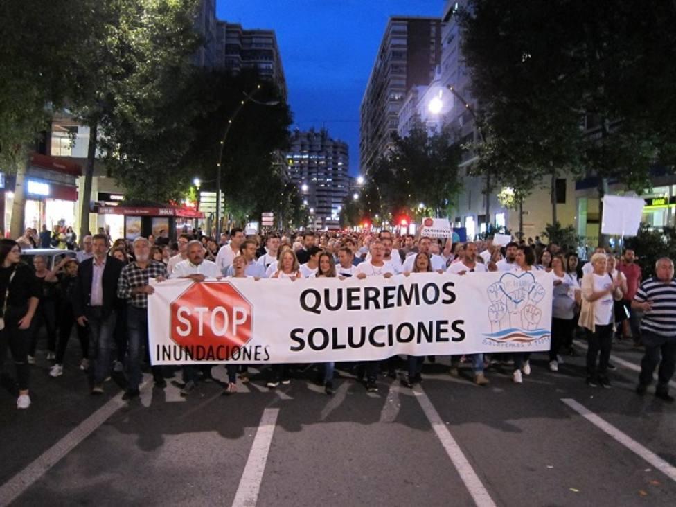 Miles de personas se manifiestan en Murcia pidiendo soluciones para el Mar Menor y las inundaciones