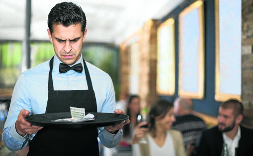 Así es el reto viral de las propinas para este nuevo año, que ya ha dejado 2020 dólares a una camarera