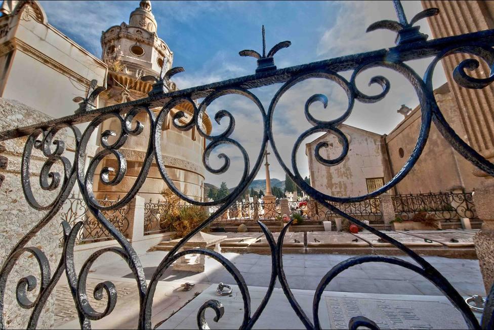 Visita benéfica al cementerio de Los Remedios de Cartagena