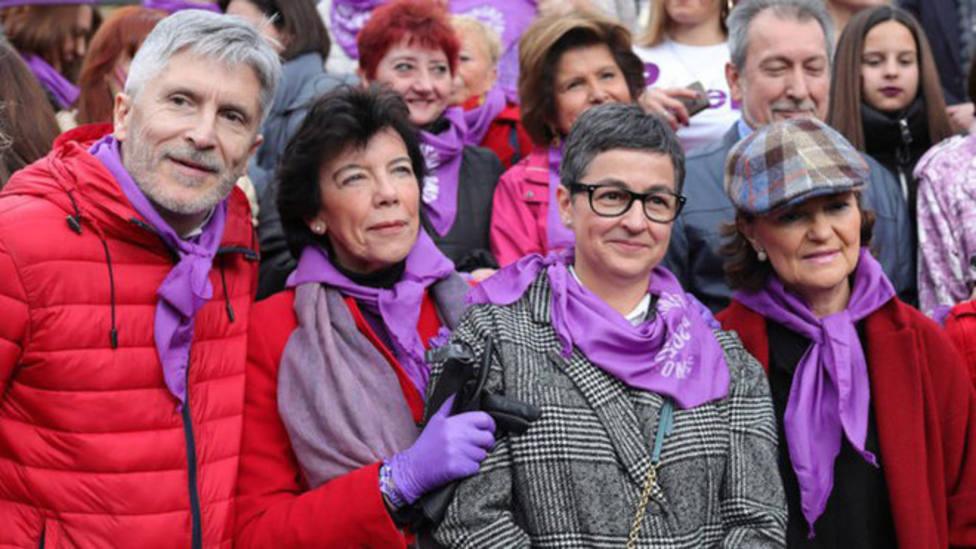 ¿Por qué Celáa y Valerio llevaron guantes durante la manifestación del 8M?