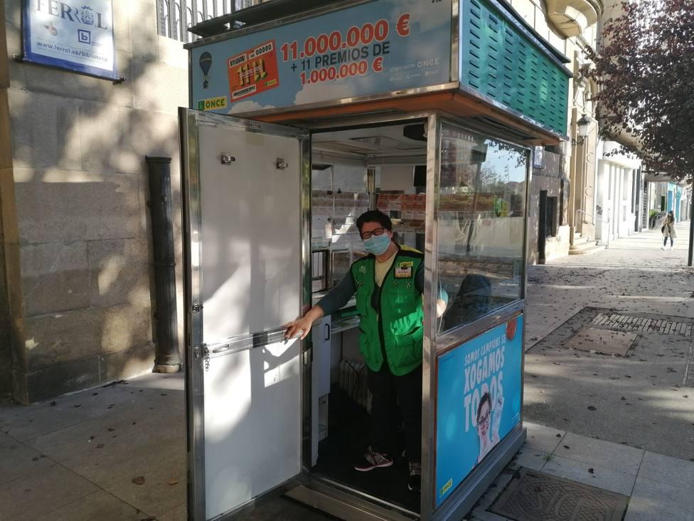María Jesús Rodríguez Ferreira en el quiosko de la plaza de España
