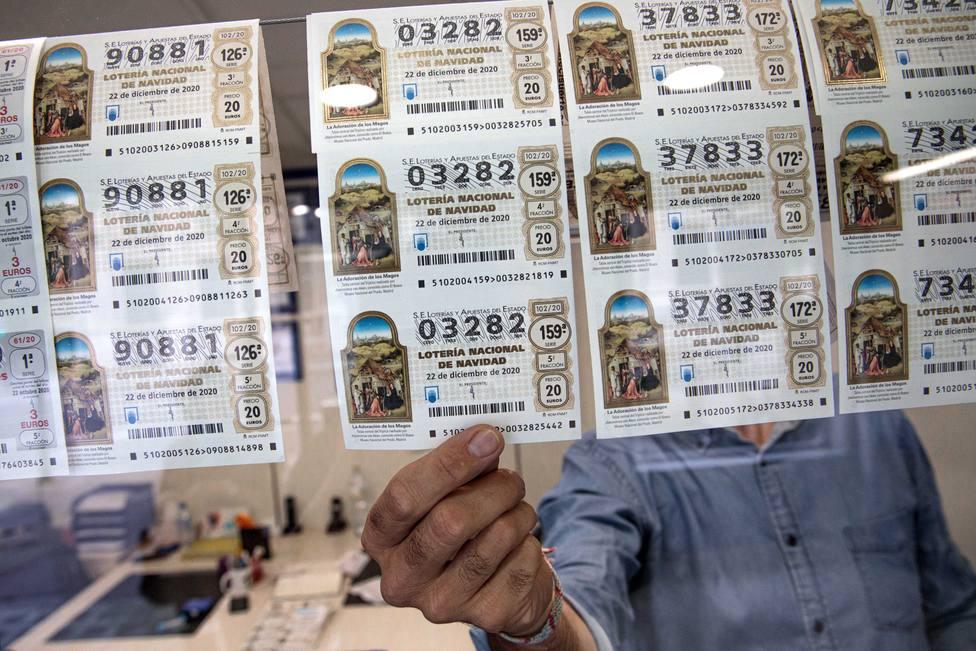 ¿Cómo puedo cobrar un número de lotería desde el extranjero?