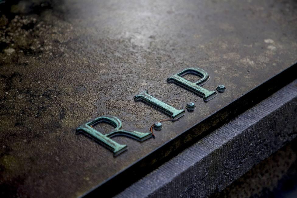 ctv-6bn-grave-2036220 1920