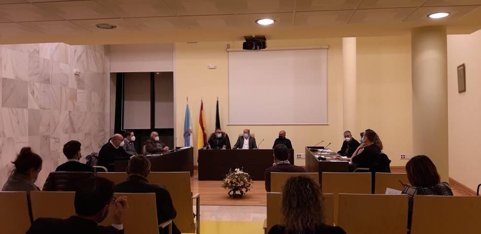 Alcaldes y representantes del comité de empresa en el Ayuntamiento de As Somozas - FOTO: Cedida