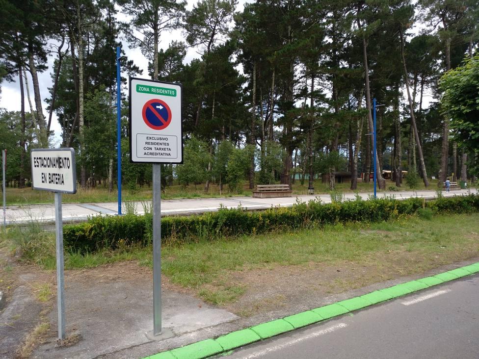 La zona de aparcamiento para residentes se amplió en el verano del 2020. FOTO: Concello Cabanas