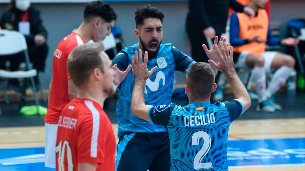 Cecilio y Llamas celebran uno de los goles marcados al Hovocubo (@InterMovistar)