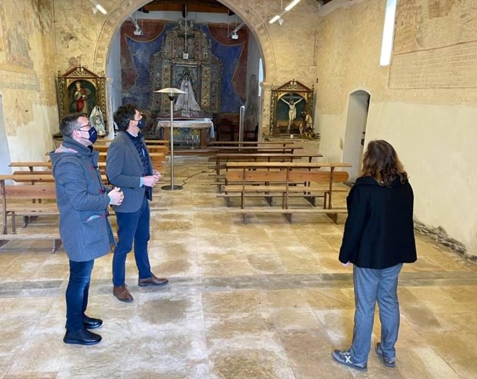 Representantes políticos visitan el santuario de Nosa Señora das Virtudes, en la parroquia ribadense de Arante