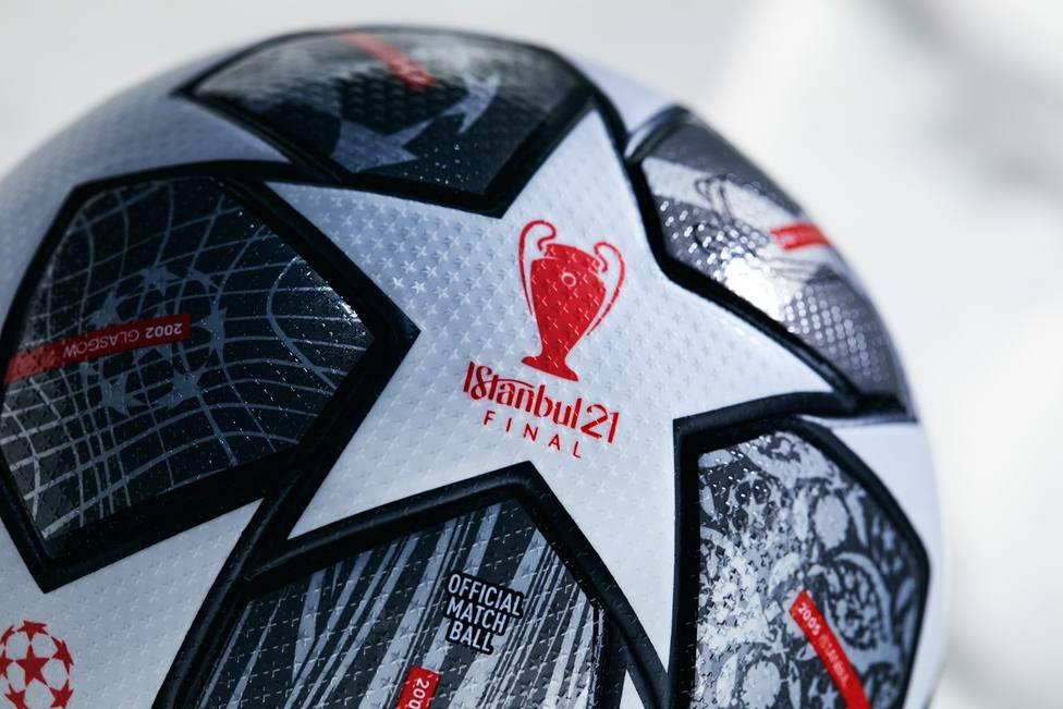 La UEFA presenta el balón que se utilizará en Champions a partir de octavos