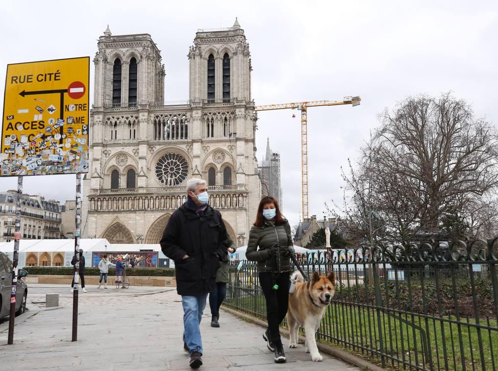 Francia registra en un día 379 muertes por la covid-19