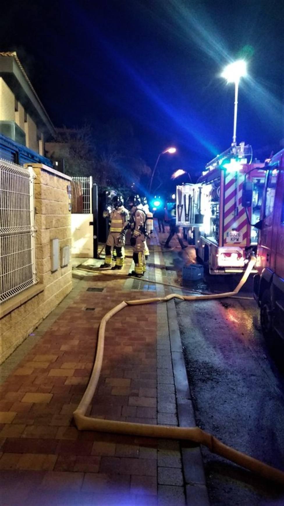 Herido por inhalar humo en un incendio de una vivienda en la urbanización La Quinta de Molina de Segura