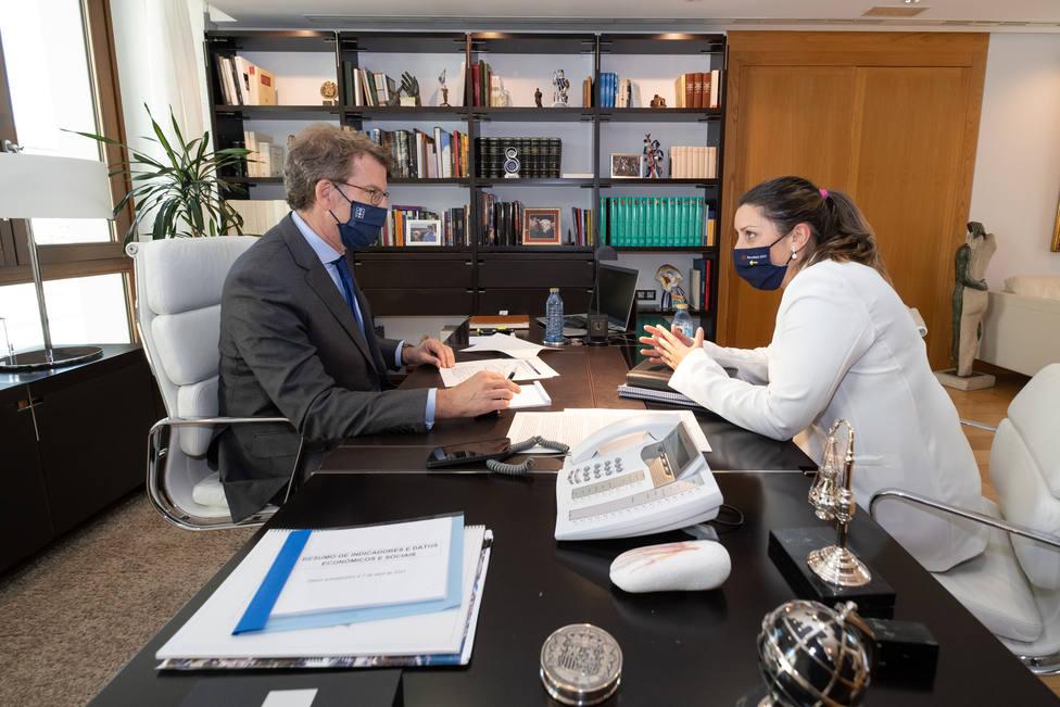 O presidente da Xunta reúnese coa alcaldesa de Vilariño de Conso