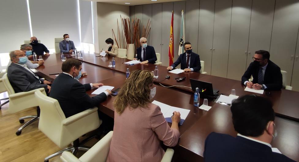Reunión en Santiago entre conselleiro y alcaldes - FOTO: Concello de Ferrol