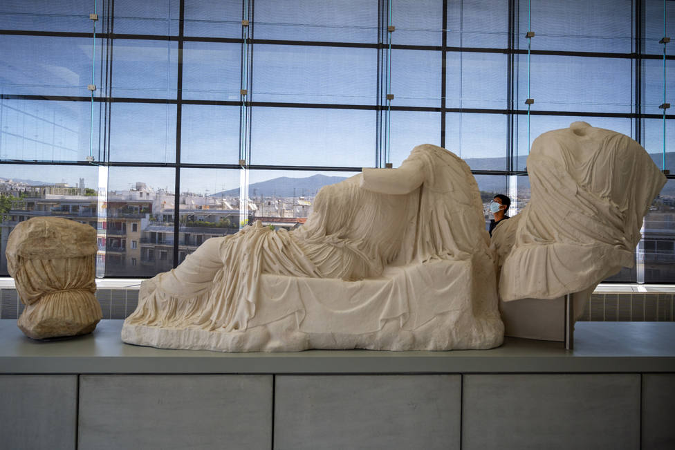Grecia se abre al turismo y levanta las restricciones de movilidad
