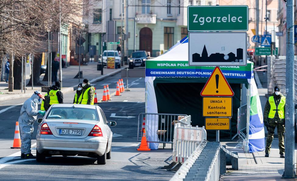 Unas 500 personas se manifiestan en Bruselas contra las restricciones por la covid-19