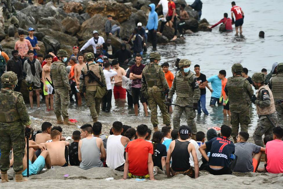 El Ejército español devuelve en caliente a los migrantes que han entrado por Ceuta