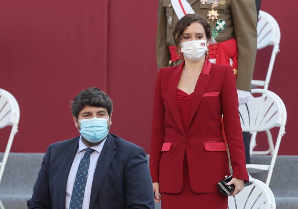El presidente de Murcia, Fernando López Miras, y la presidenta de la Comunidad de Madrid, Isabel Díaz Ayuso