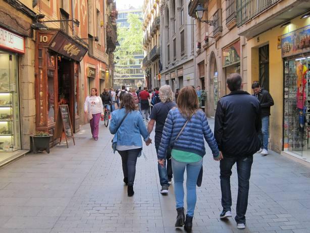 Casi 66.500 residentes extranjeros adquirieron la nacionalidad española en 2017, un 56% menos que el año anterior