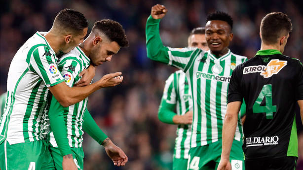 Sanabria, del Betis, celebra uno de los goles marcados al Racing en Copa. EFE