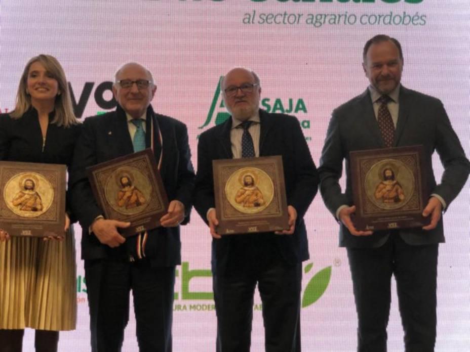 César Lumbreras con algunos de los galardonados
