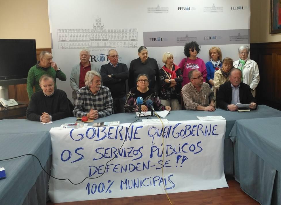 Integrantes de la Plataforma en Defensa de los Servicios Públicos de Ferrol en rueda de prensa