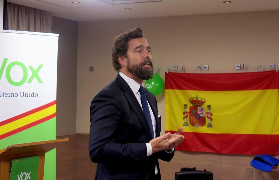 Así responde Espinosa de los Monteros al vídeo de un antifascista quemando una carta de Vox
