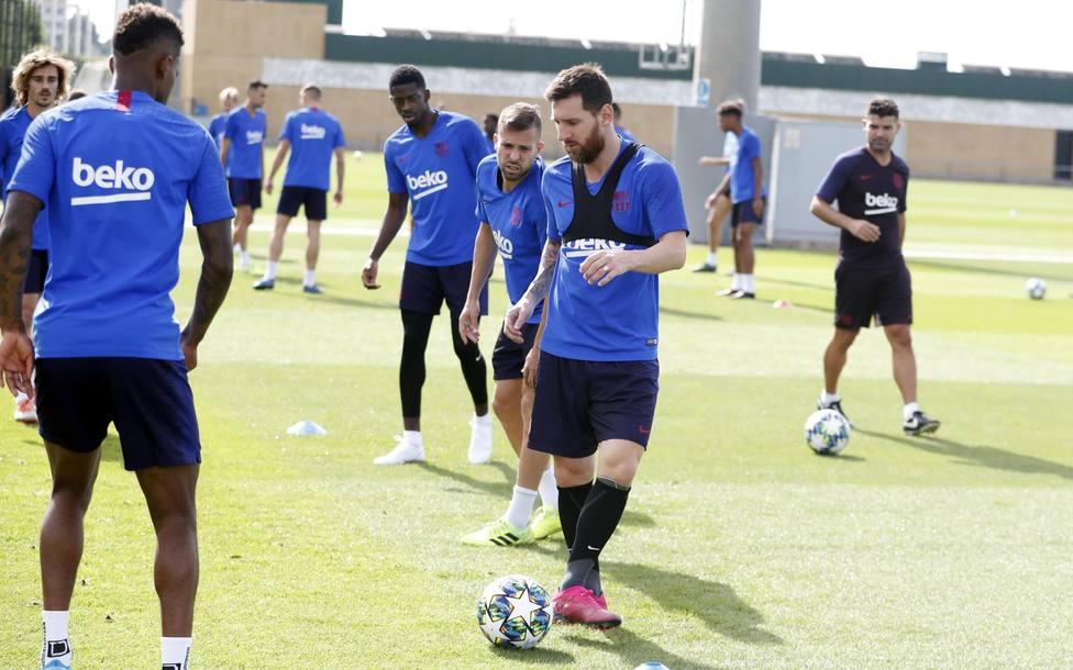 Messi vuelve a entrenarse en la víspera del partido contra el Dortmund