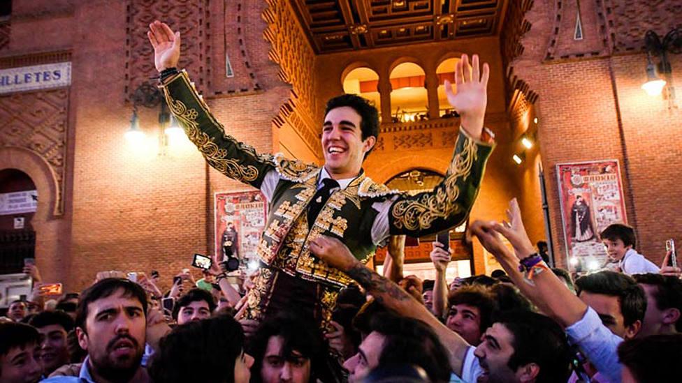 Tomás Rufo en su salida a hombros de Las Ventas en la Feria de Otoño 2019