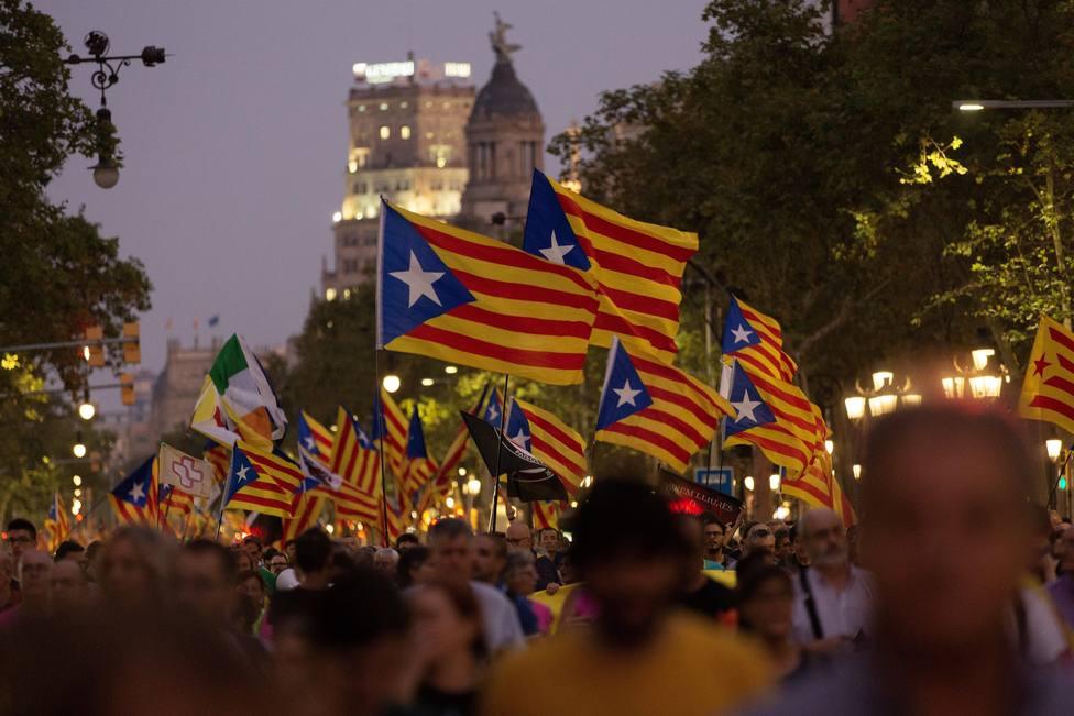 Unas 18.000 personas se manifiestan en Barcelona por el 1-O al grito de ni olvido, ni perdón